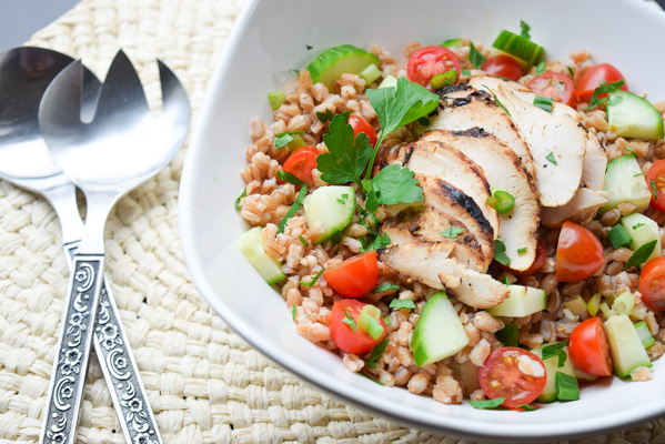 Mediterranean Farro Salad - a simple and fresh protein packed meal with bright flavors. So easy and satisfying! | tastythin.com