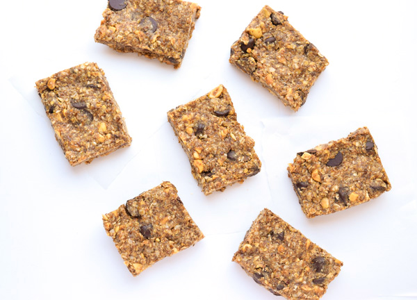 Chocolate Peanut Breakfast Protein Bars - a yummy breakfast or snack, full of protein and healthy wholesome ingredients! | tastythin.com