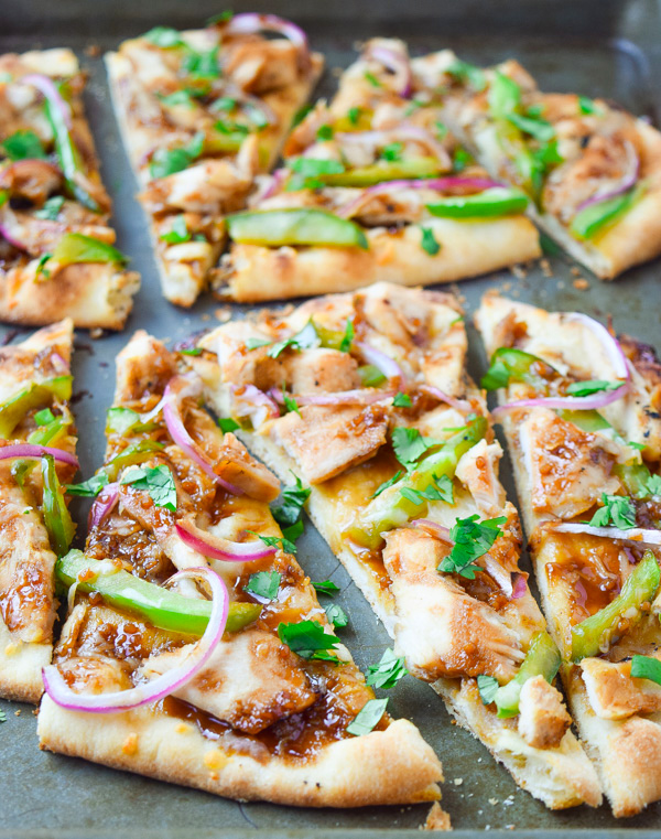 Asian Barbecue Chicken Flatbread Pizza - a simple homemade Asian barbecue sauce is the perfect addition to this pizza. Make this for your next party! | tastythin.com