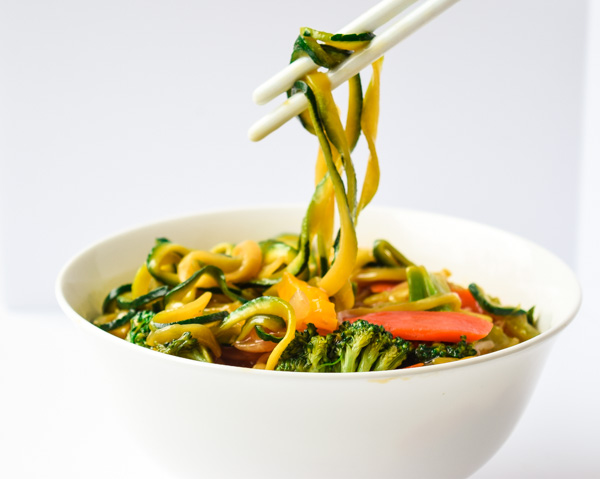 Easy Szechuan Veggie Zoodles - a vegetarian dish of zucchini noodles, tons of veggies, and a tasty Szechuan sauce. Super light and so yummy! | tastythin.com