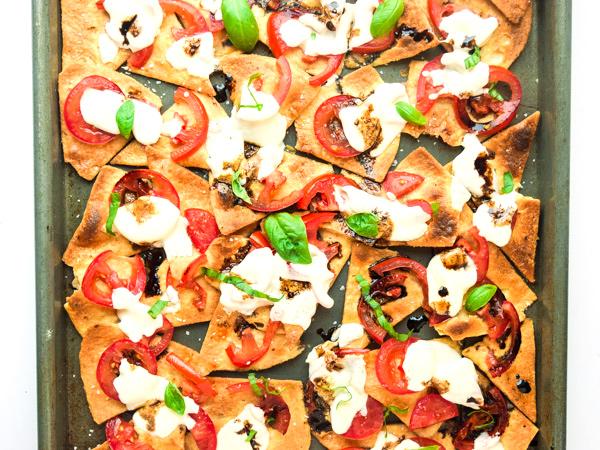easy-bruschetta-nachos1
