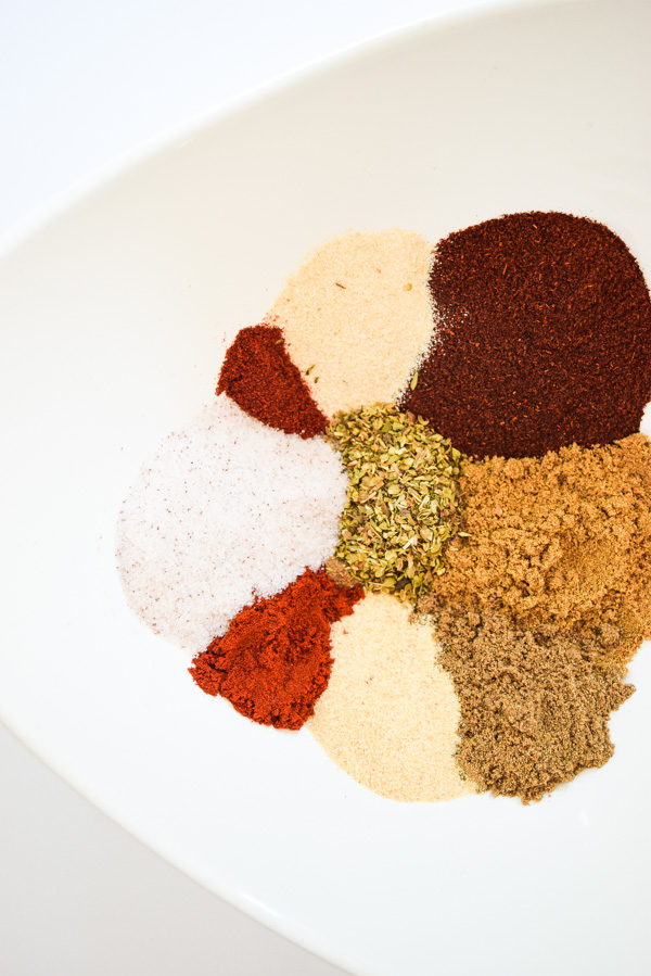Homemade Taco & Fajita Seasoning - this versatile blend is a lower sodium, homemade replacement for store bought seasonings. | tastythin.com