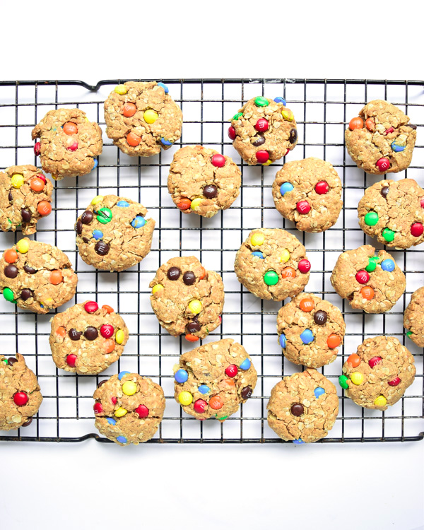 Mini Monster Cookies - With no butter/oil, refined sugar, or flour, these bite-sized Monster Cookies are the perfect healthier treat! | tastythin.com