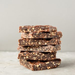 Mint Chocolate Chip Energy Bars (Paleo) - these homemade Larabars are gluten free and made with only clean ingredients. | tastythin.com