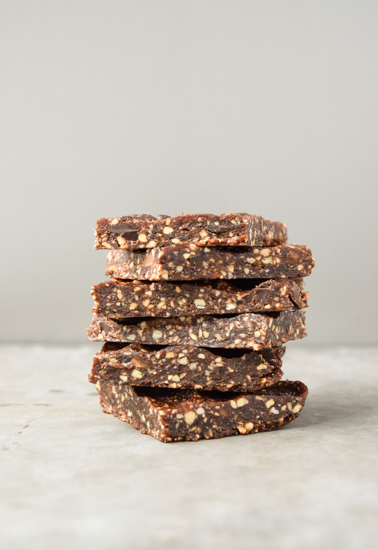Mint Chocolate Chip Energy Bars (Paleo) - these homemade Larabars are gluten free and made with only clean ingredients.   tastythin.com