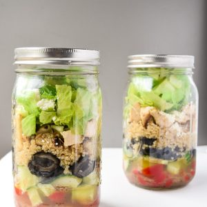 Greek Mason Jar Salads (Make Ahead) - Tons of protein and fresh Greek flavors make this dish a perfect make ahead lunch! | tastythin.com