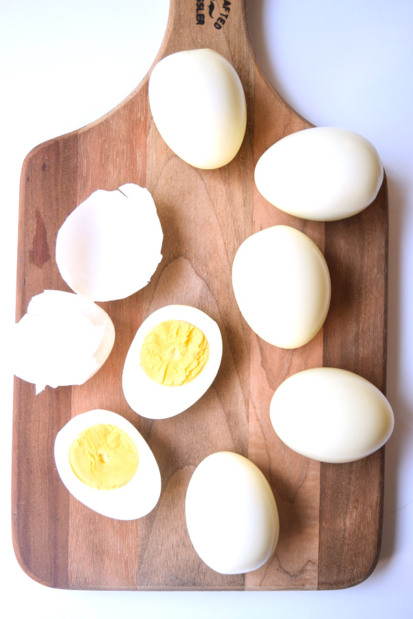 Perfect Hard Boiled Eggs in the Instant Pot (Whole30 Paleo) - learn how to make perfectly peeled boiled eggs in the Instant Pot! | tastythin.com