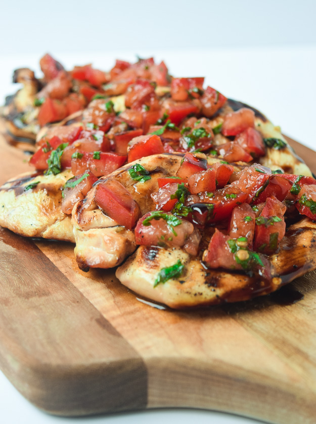 Whole30 Bruschetta Grilled Chicken - classic fresh bruschetta flavors take ordinary grilled chicken to another level!   tastythin.com